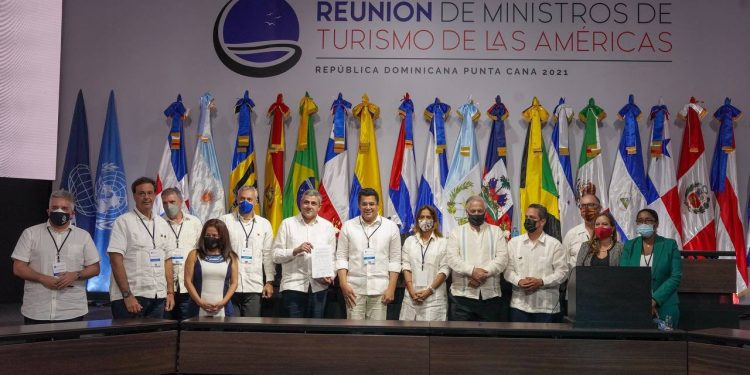 Los funcionarios latinoamericanos firmaron la Declaración de Punta Cana, en el marco de la Reunión de Ministros de Turismo de la Américas, organizada por la OMT.   Fuente externa.