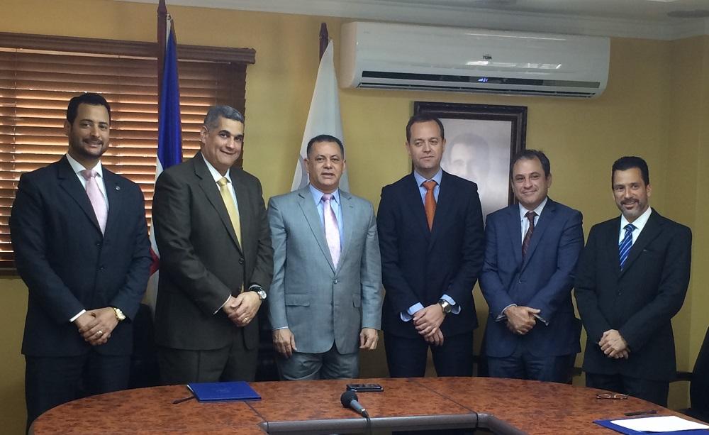 Participaron del acuerdo Julio Jose Vega, Francisco Serén Elías, Carlos A. Ortega, abogados de los obligacionistas y el superintendente de Valores,Gabriel A. Castro Gonzalez./elDinero