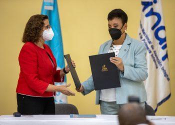 Dra Rosa Elcarte y Besaida Manola Santana de Báez
