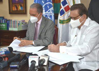 Franklin García Fermín y Miguel Fiallo Calderón, durante la firma de acuerdo