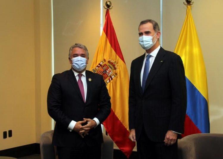 El rey Felipe VI de España posa con el presidente de Colombia, Iván Duque, durante una reunión en La Paz, Bolivia. | Juan Carlos Torrejón, EFE.
