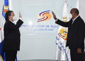 Antonio Almonte juramentó a Rafael Aníbal Velazco Espaillat.