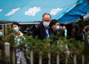 Peter Ben Embarek, miembro del equipo de científicos de la OMS encargado de investigar los orígenes del covid-19, finaliza una visita al hospital provincial integrado de medicina china y occidental en la ciudad de Wuhan, provincia de Hubei. | Thomas Peter, Reuters.