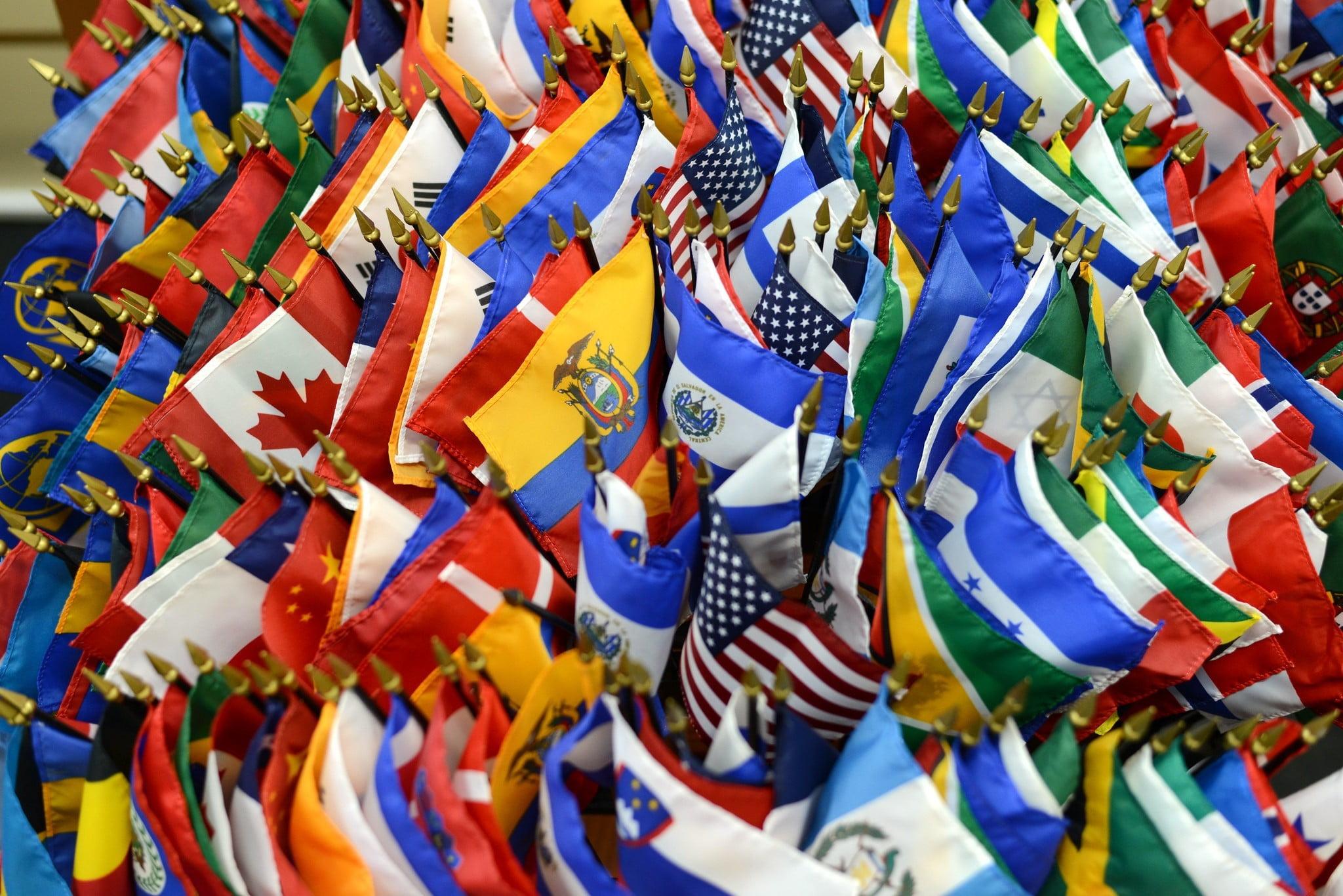 economía latinoamericana, América Latina, Latinoamérica, banderas