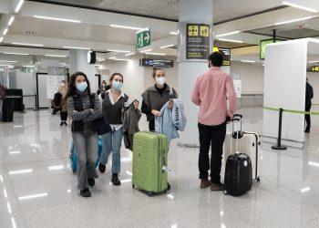 Un dispositivo de controles de PCR en el aeropuerto de Palma de Mallorca, Islas Baleares, España.   Isaac Buj, Europa Press.