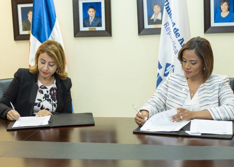 Rosanna Ruiz, presidenta ejecutiva de la ABA, y Wendy Lora Pérez, directora general de la UAF.