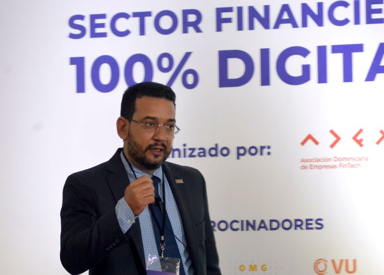 El presidente de Adofintech, Miguel Adames, durante la presentación del FinTech Market RD 2021. | Lésther Álvarez.