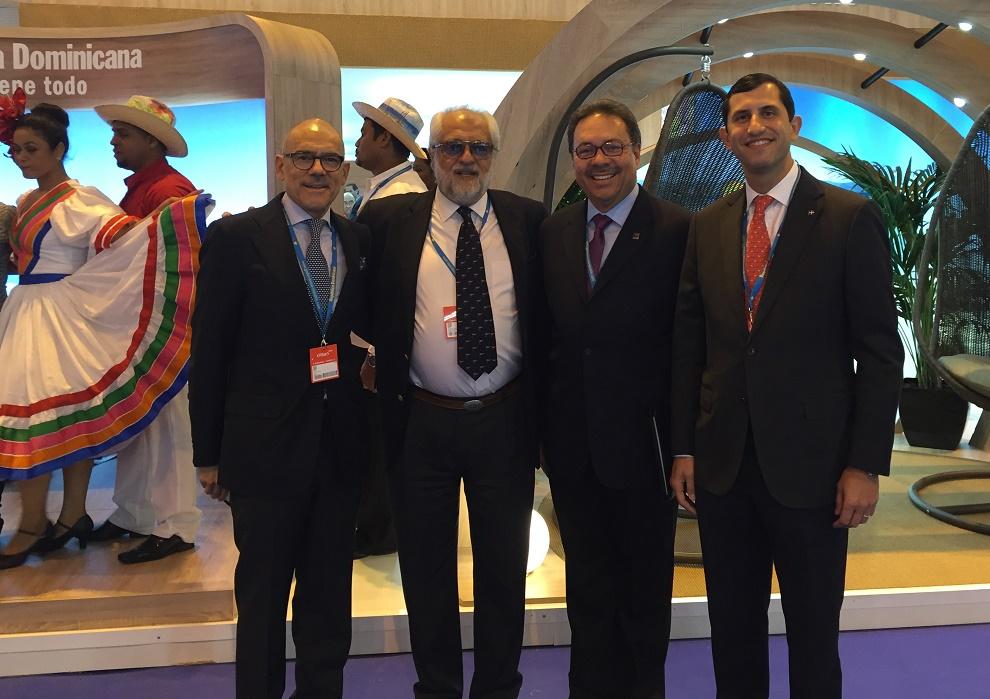 Los principales ejecutivos de CEPM, Rolando González Bunster y Roberto Herrera, con Simón Suárez, presidente de Asonahores y Jorge Jasson, director de InterEnergy.
