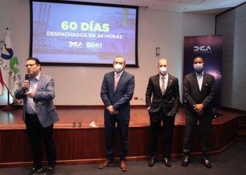 Eduardo Sanz Lovatón acompañado de subdiretores de la DGA.