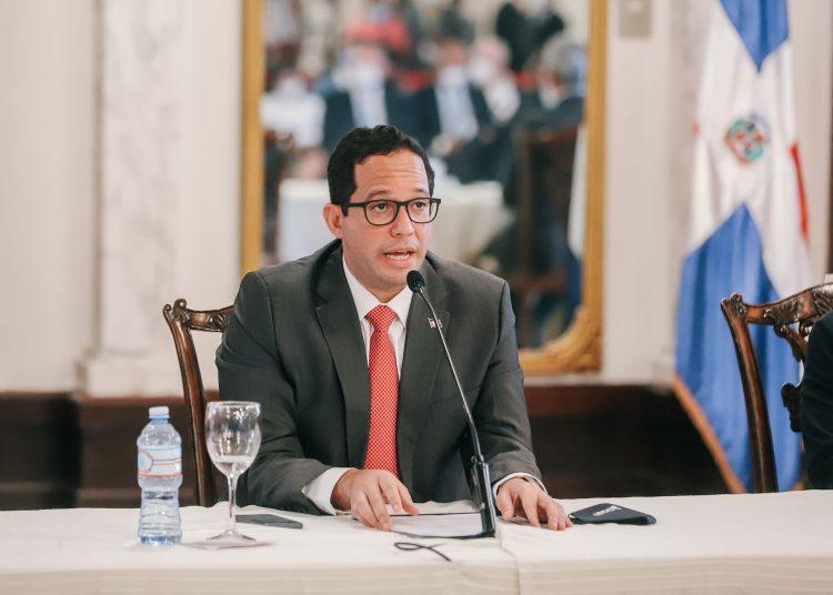 El director de Alianzas Público Privadas, Sigmund Freund, interviene en el Palacio Nacional.