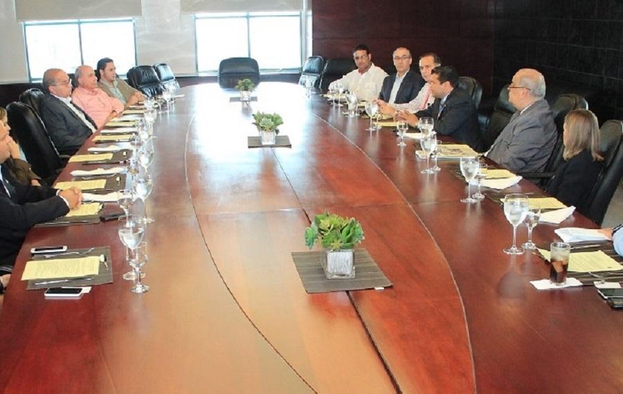 foto 1 un aspecto de la reunión del legislador en acofave