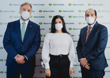 Dennis Simó Álvarez, Karina Vasquez y Ramón Estevez