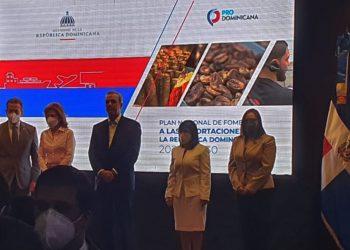 Ito Bisonó, Raquel Peña, Luis Abinader, Biviana Ribeiro y Elizabeth Mena.
