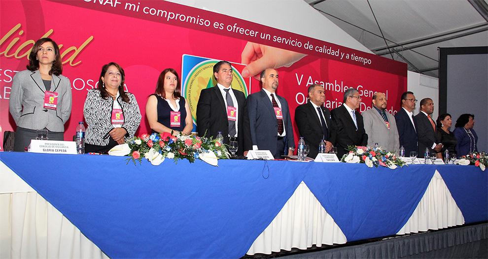 foto 4 mesa central de la asamblea de delegados de coopnazonaf