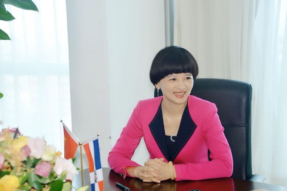 foto de fu xinrong, encargada de negocios de la república popular china en rd