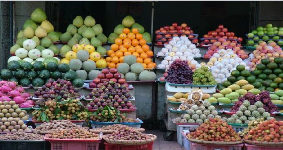 frutas en supermercado europeo