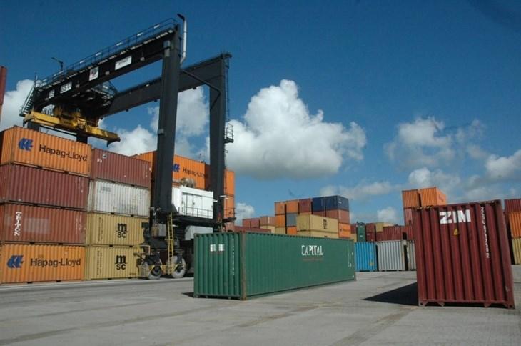 furgones en el puerto