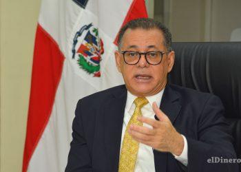 Gabriel Castro lleva ocho años dirigiendo la Superintendencia del Mercado de Valores (SIMV).