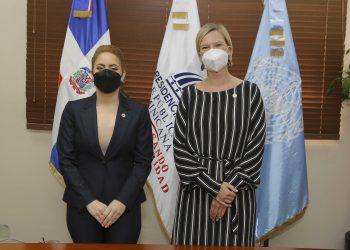 Gloria Reyes, directora general de Prosoli, e Inka Mattila, representante del PNUD.