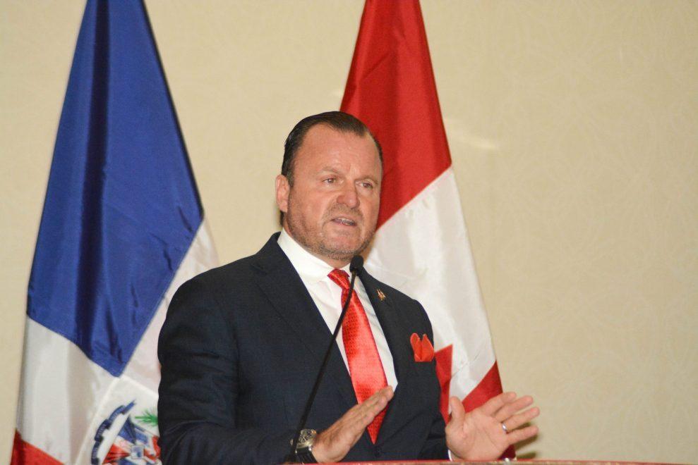 gustavo de hostos, presidente de la cámara de comercio dominico canadiense.