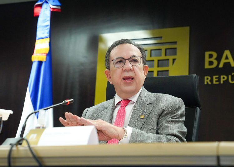 Héctor Valdez Albizu, gobernador del Banco Central y presidente de la Junta Monetaria.
