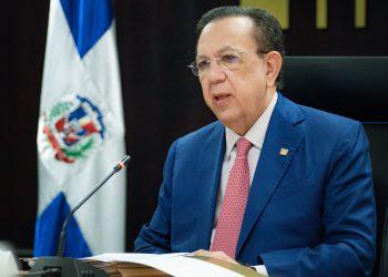 Héctor Valdez Albizu, gobernador del Banco Central, habla sobre el fondo de garantía.