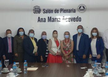 Representantes de la FAO y diputados del Parlamento Centroamericano, durante su reunión en la sede del Parlacen, en República Dominicana.