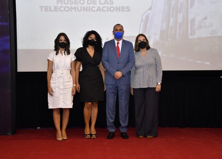 Julissa Cruz Abreu, Rita Vazquez y Dr. Nelson Arroyo P.