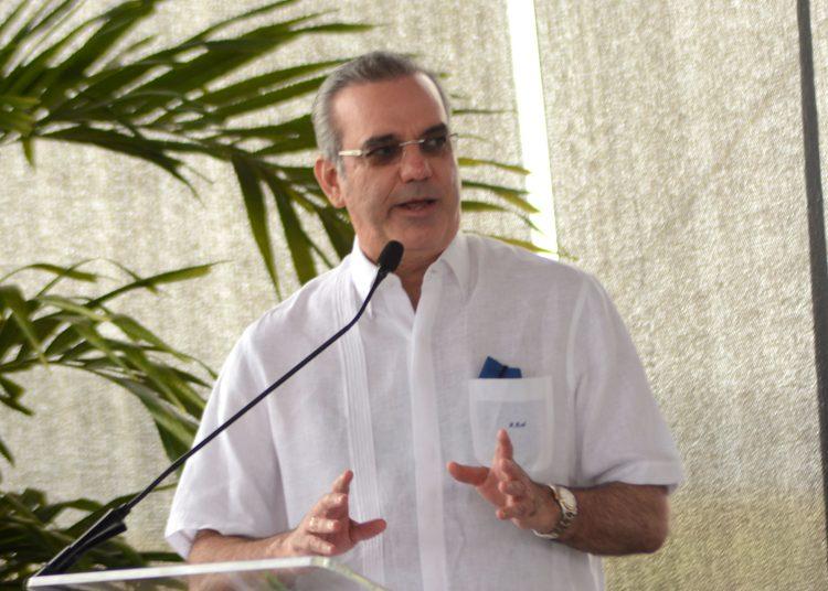 Luis Abinader en la inauguración del Parque Solar Girasol.   Lésther Álvarez