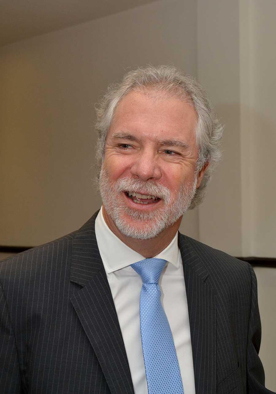 Jefrey Poyo, experto en microcréditos a pequeñas y medianas empresas.