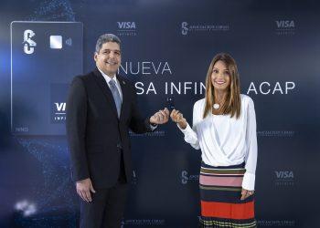 José Luis Ventura, vicepresidente de ACAP, y Sofía Antor, gerente general de Visa República Dominicana.