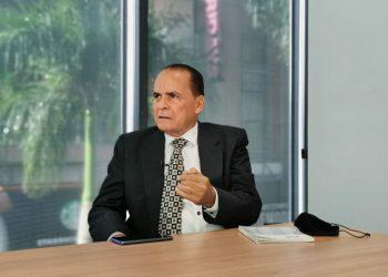 Julio Santana.
