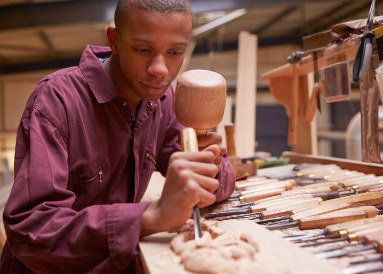 Las carreras técnicas permiten que los jóvenes tengan experiencia laboral tan pronto concluyen el bachillerato.
