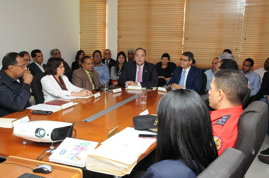 La reunión para revisar el reglamento de las estaciones de gas propano se realizó en la sede del Indocal.