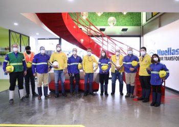 Ito Bisonó junto a representantes de MICM y Gerdau Metaldom.