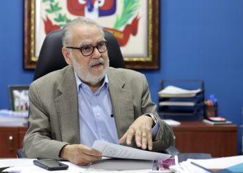 El ministro de Economía, Planificación y Desarrollo, Miguel Ceara Hatton.