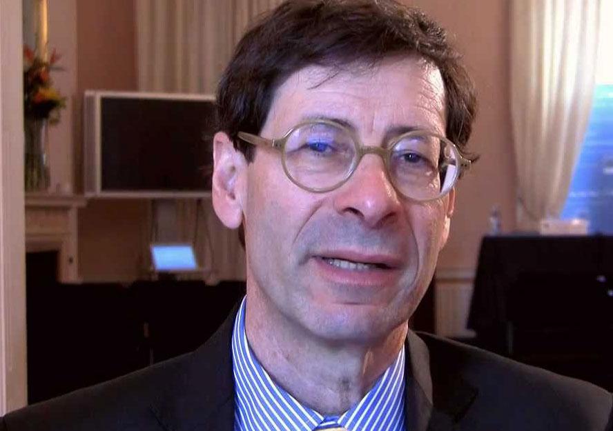 Maurice Obstfeld, de 63 años y nacido en Nueva York, ha sido además profesor en Harvard y Columbia y es co-autor de dos manuales básicos de economía.