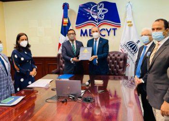 Mescyt y Universidad de Oxford suscriben acuerdos para estudios de maestría y doctorados