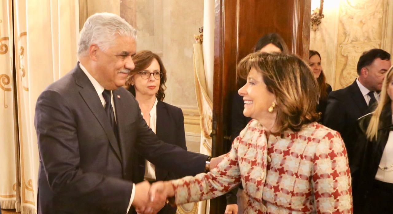 miguel vargas y la presidenta del senado de italia, maría elisabetta alberti casellati