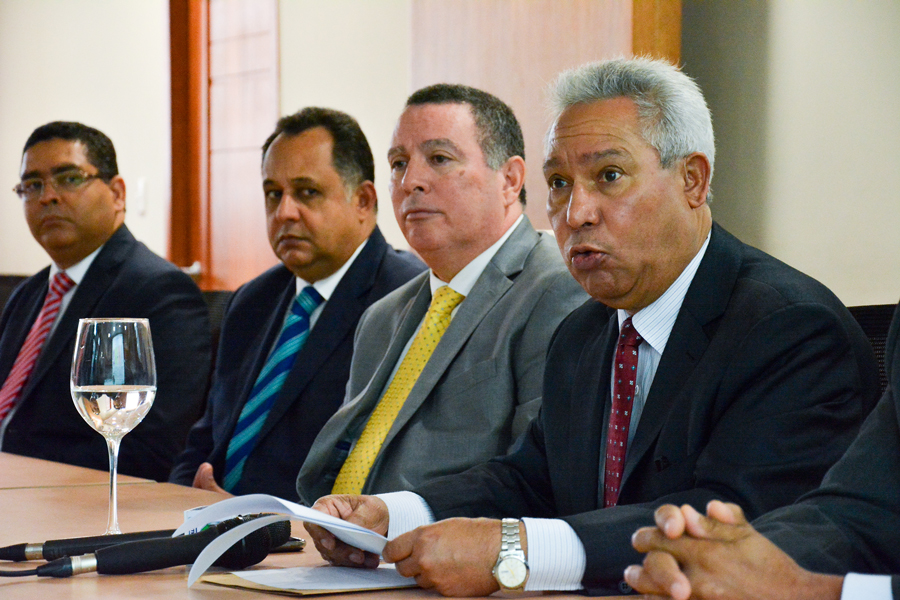 ministro de economia y planificacion isidoro santana