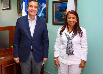 Ministro y nueva directora