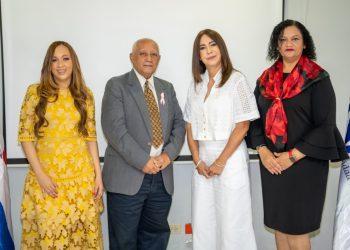 Rosa María Portillo y  Meribel Moreta, junto a ejecutivos de Onapi. | Ruth Aybar