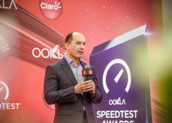 el vicepresidente de Mercadeo y Comunicaciones Corporativas de Claro Dominicana, Omar Acosta.