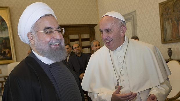 El presidente iraní, Hasán Rohaní, y Papa Francisco en Roma.