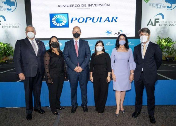 Luis Espínola, Jacqueline Mora, doctor Alejandro Cambiaso, Biviana Riveiro, Amelia Reyes Mora y Rafael Blanco.