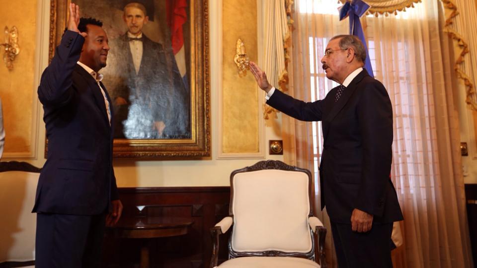 Pedro Martínez fue juramentado por el presidente Danilo Medina como embajador de buena voluntad.