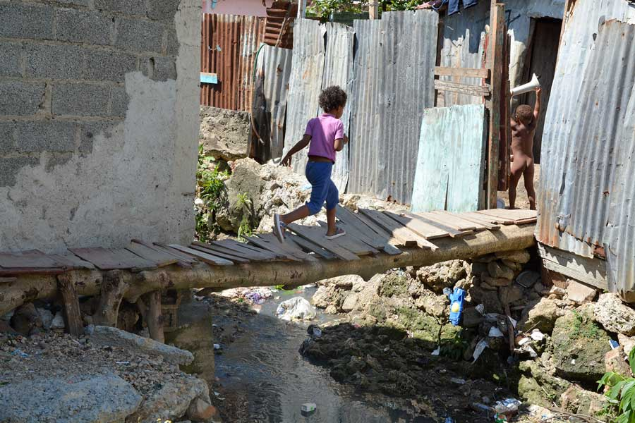 pobreza deabajo del puente duarte