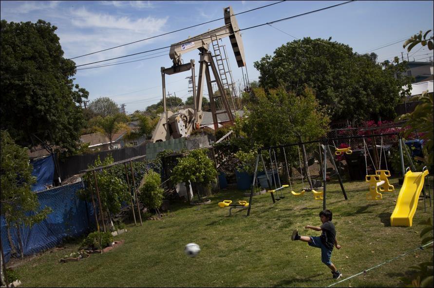 pozos de petróleo en medio de los Ángeles