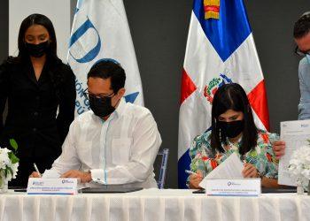 ProDominicana y la DGPP formalizan  acuerdo entre ambas instituciones para promover, desarrollar y consolidar alianzas público-privadas en proyectos atractivos para la inversión de capitales y la dinamización de la economía. / Lésther Álvarez