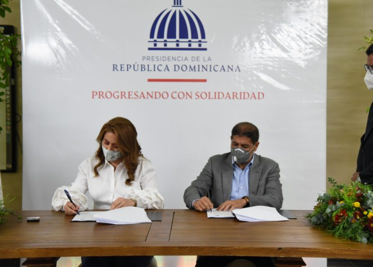 Gloria Reyes y Limber Cruz.
